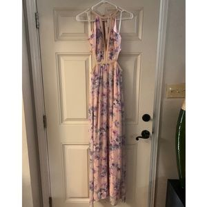Beautiful floral maxi dress 🌸